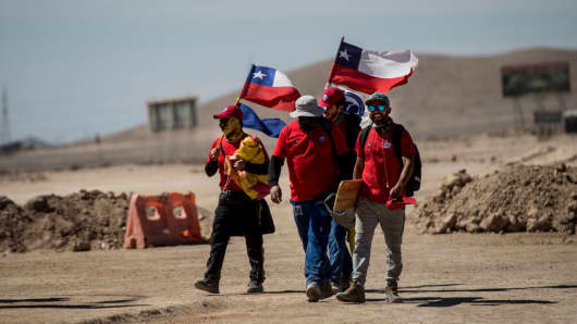 Miners of the Escondida copper mine, on strike, block a road outside of Escondida, some 145 km northeast of Antofagasta, Chile, on March 8, 2017.