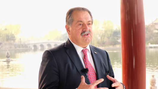 Dow Chemical CEO Andrew Liveris speaks with CNBC in Beijing.