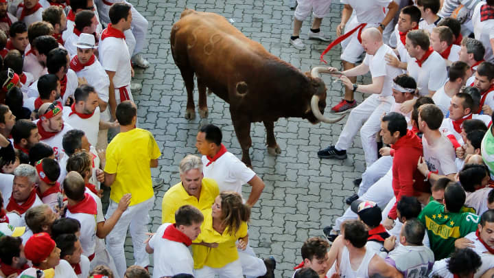 Bull trapped surrounded