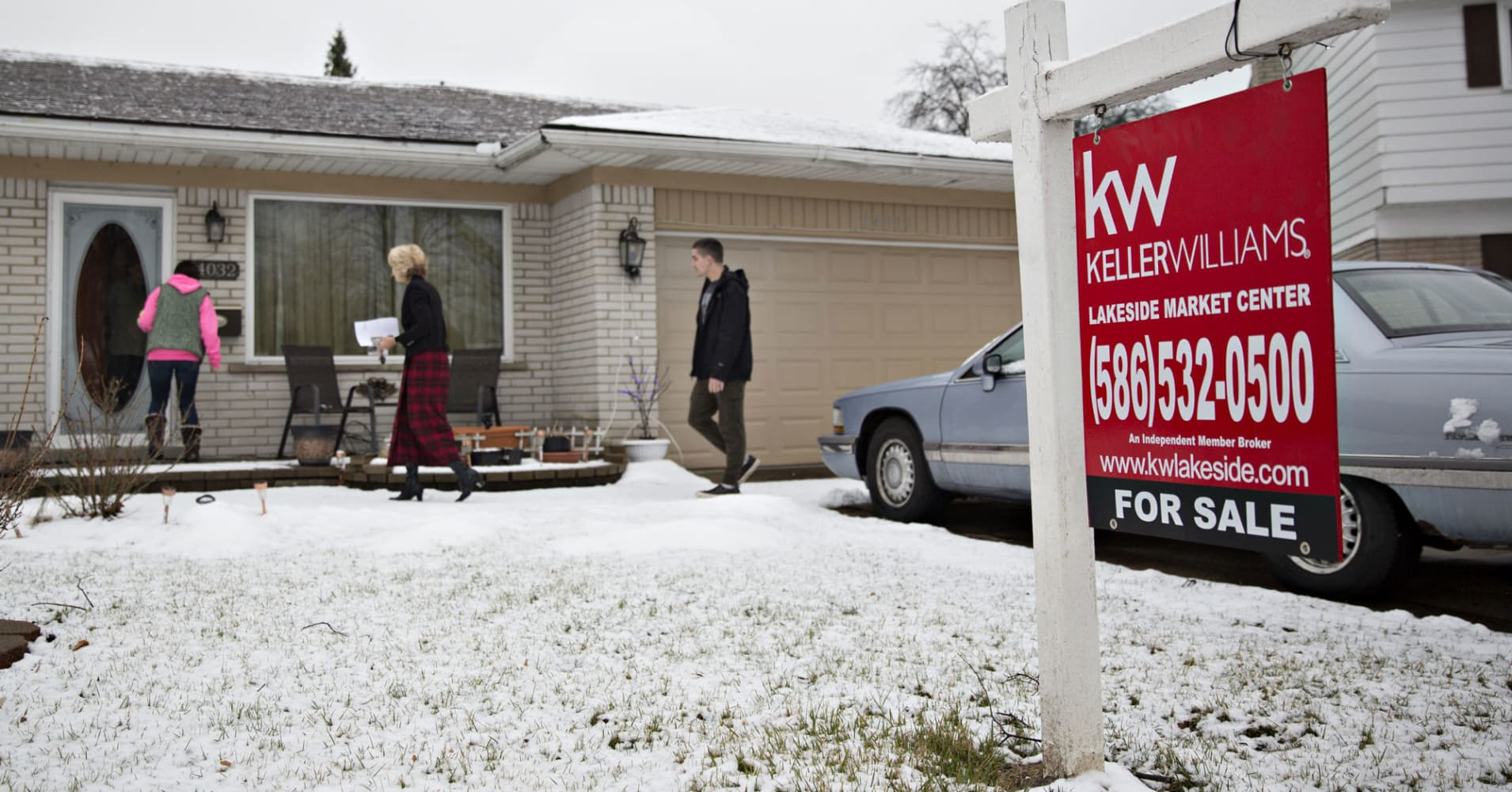 The unusually large drop in home sales has real estate agents baffled - CNBC thumbnail