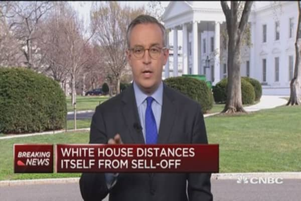 White House distances itself from sell-off