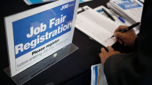 US Weekly Jobless Claims Unexpectedly Edge Lower