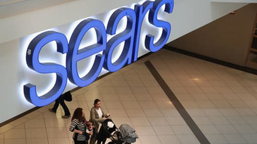Sears to cut hundreds of full-time jobs