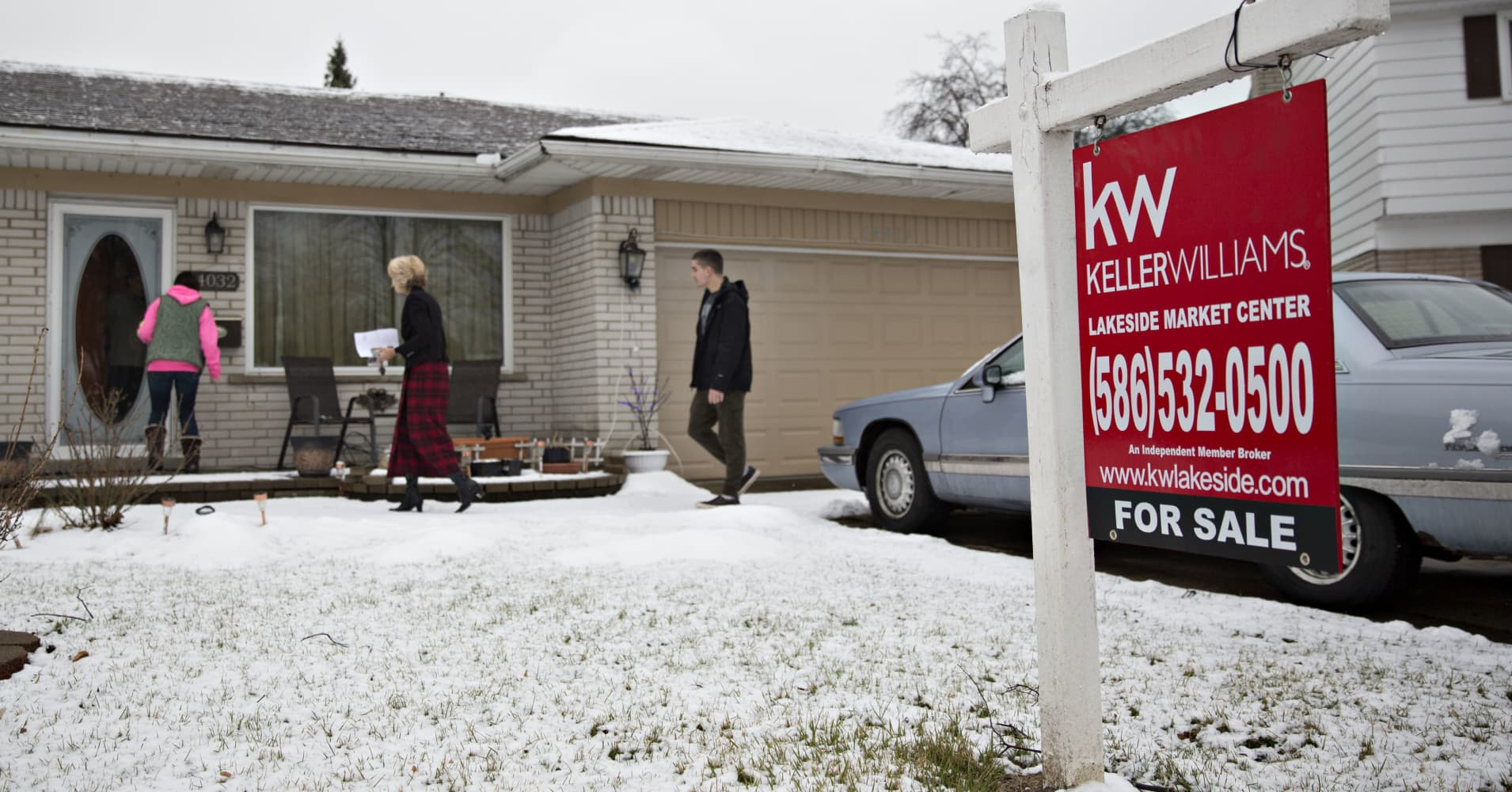 Mortgage applications stall, along with interest rates