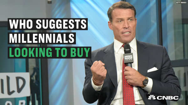 Tony Robbins shares why being a millennial homeowner isn't the smartest move