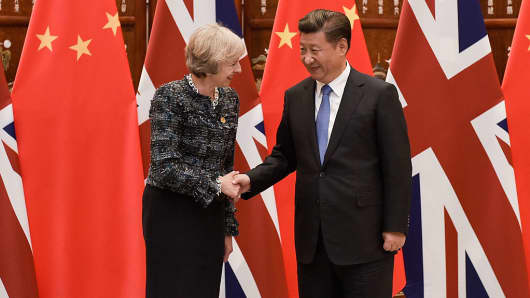 Chinese President Xi Jinping (R) shakes hand with British Prime Minister Theresa May (L) before their meeting at the West Lake State House on September 5, 2016 in Hangzhou, China.