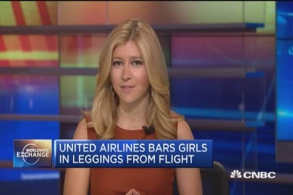 United Airlines bars girls in leggings from flight