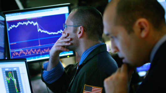 Traders react to falling stock prices