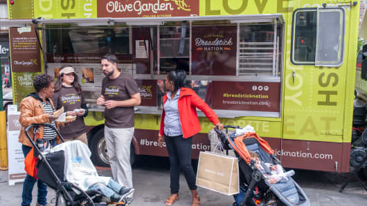 Olive Garden fans and the curious line up at the Olive Garden truck in the Flatiron District in New York.