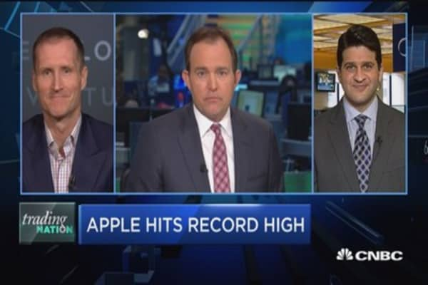 Trading Nation: Apple hits record high