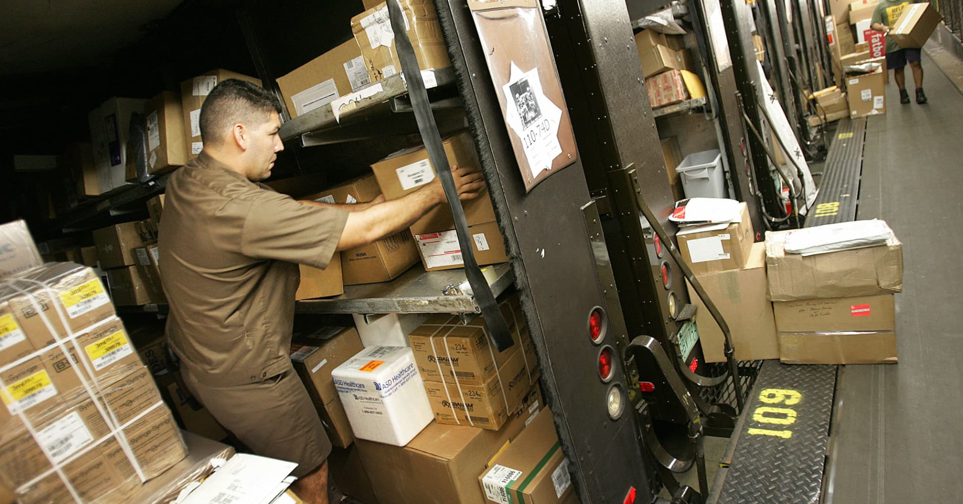 Good news for FedEx and UPS: People just opened $90 billion in unwanted gifts