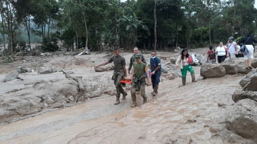 Colombian soldiers evacuate the victims of a deadly avalanche that happened following heavy rains in Macoa, Putumayo Colombia on April 01, 2017. At least 154 people lost their lives after three rivers in southern Colombia burst their banks early Saturday, creating an avalanche of mud and rocks that has devastated the city of Mocoa.