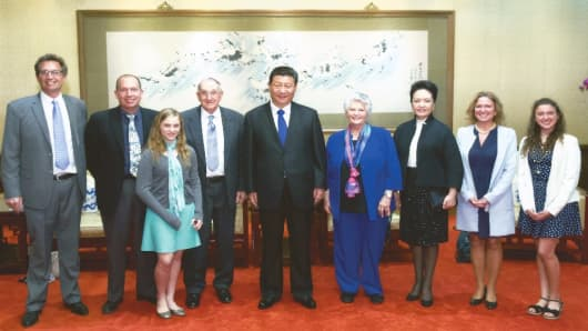 Gary Dvorchak and his family with Chinese President Xi Jinping during a 2015 dinner.