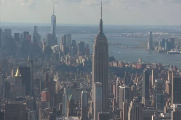 Manhattan property prices come down
