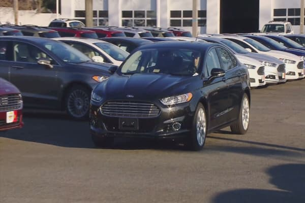 Auto sales fall shy of forecasts