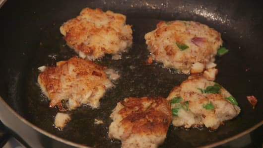 Cooking the crispy turnip cakes