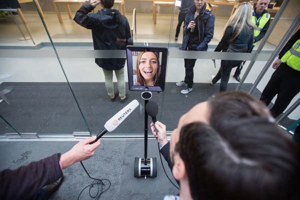 Lucy the Robot queues for an iPhone 6 as it launches in Sydney, Australia in September 2015