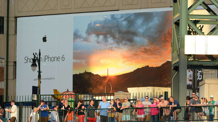An advert for the iPhone 6, part of Apple's World Gallery advertising campaign