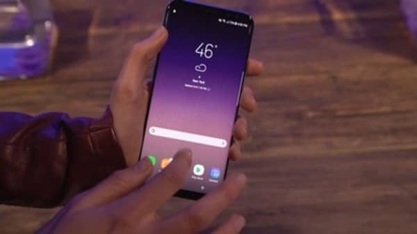 Samsung's latest smartphone screens just got an A-plus review