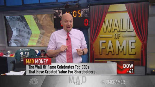 Cramer taps two highly successful outgoing CEOs for his Wall of Fame