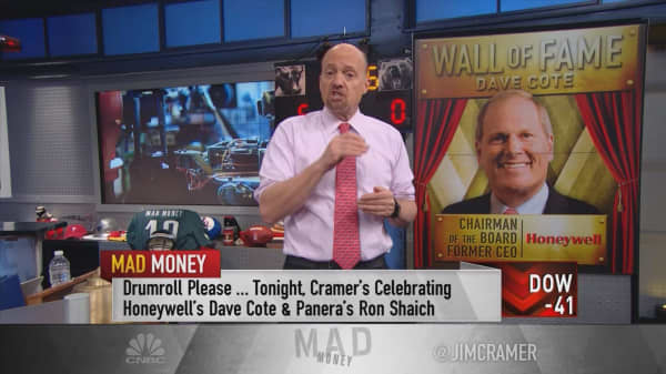 Two outgoing CEOs added to Cramer's Wall of Fame