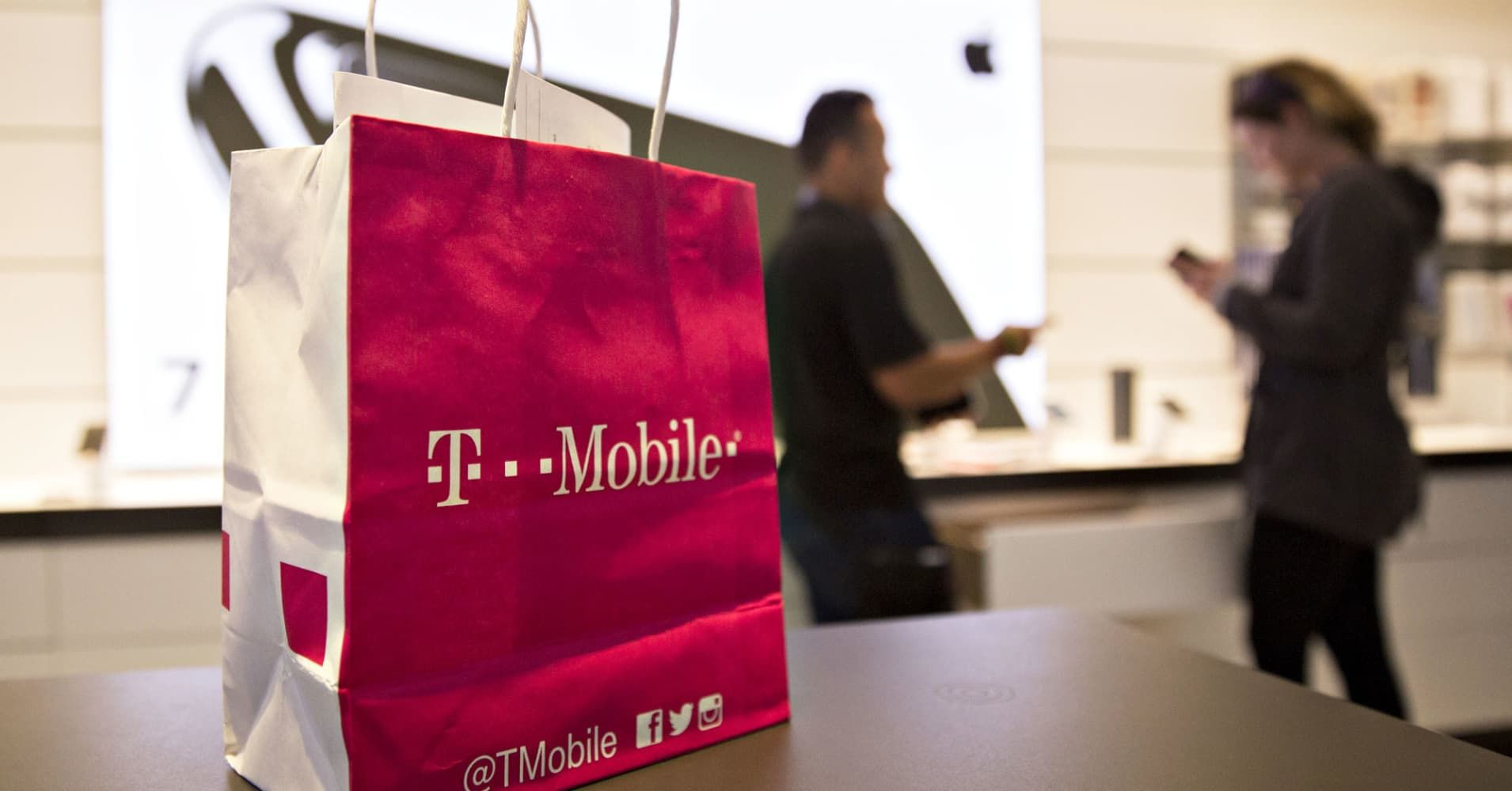 JPMorgan calls T-Mobile 'best long-term idea' in wireless, expect ...