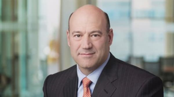 Cohn backs splitting lending and investment banks