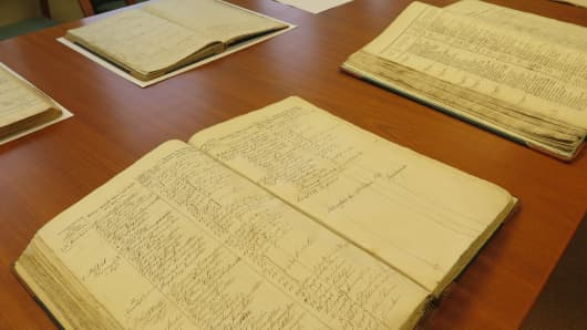 A collection of Icelandic genealogical records dating back to the 1700s.