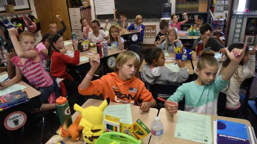 Meridian Elementary school students pack in Jennifer Hetrick's 4th grade classroom