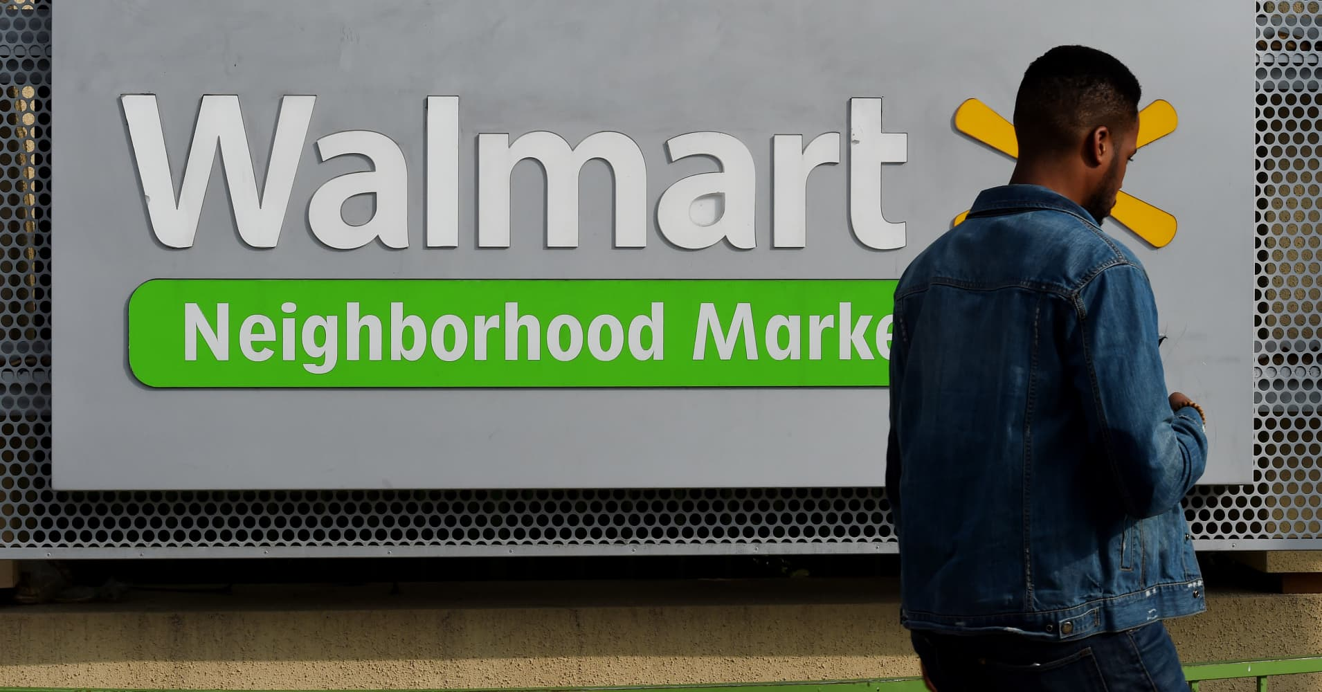 Walmart is reportedly planning to cut over 1,000 corporate jobs