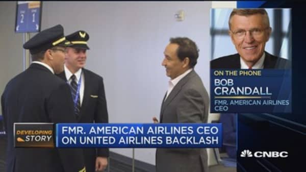 Fmr. American Airlines CEO: Oscar Munoz did 'exactly the right thing'