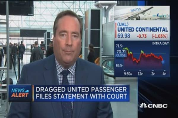 Dragged United passenger files statement with court
