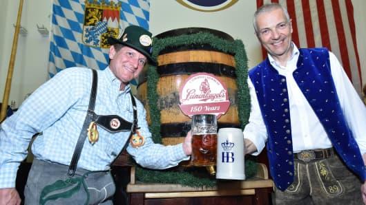 Dick Leinenkugel, President, Jacob Leinenkugel Brewing Company; (right) Dr. Michael Möller, Director, Hofbrau Munchen.