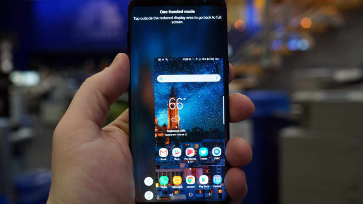 CNBC: S8 One Handed
