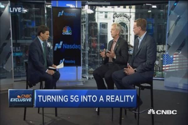 Verizon and Corning CEOs on 5G fiber deal