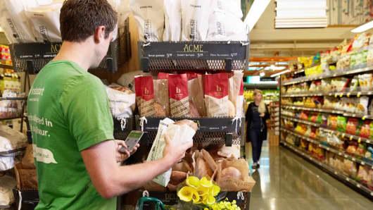 Shopper using Instacart