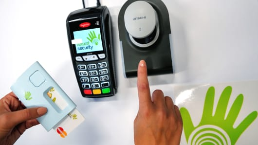 Mastercard creates credit card with fingerprint scanner reheart Choice Image