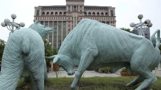Bear and bull statues stand outside the Bursa Malaysia Bhd. headquarters in Kuala Lumpur, Malaysia, on Tuesday, Sept. 18, 2012.