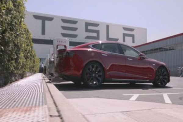 Tesla is adopting a risky assembly line strategy for the Model 3
