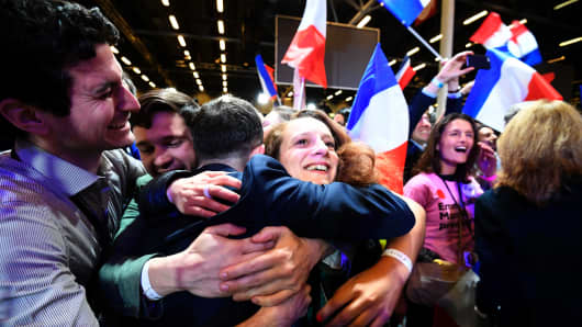 Supporters of French presidential election candidate for the En Marche ! movement celebrate after the results of the first round of the presidential election, on April 23, 2017 at the Parc des Expositions in Paris.