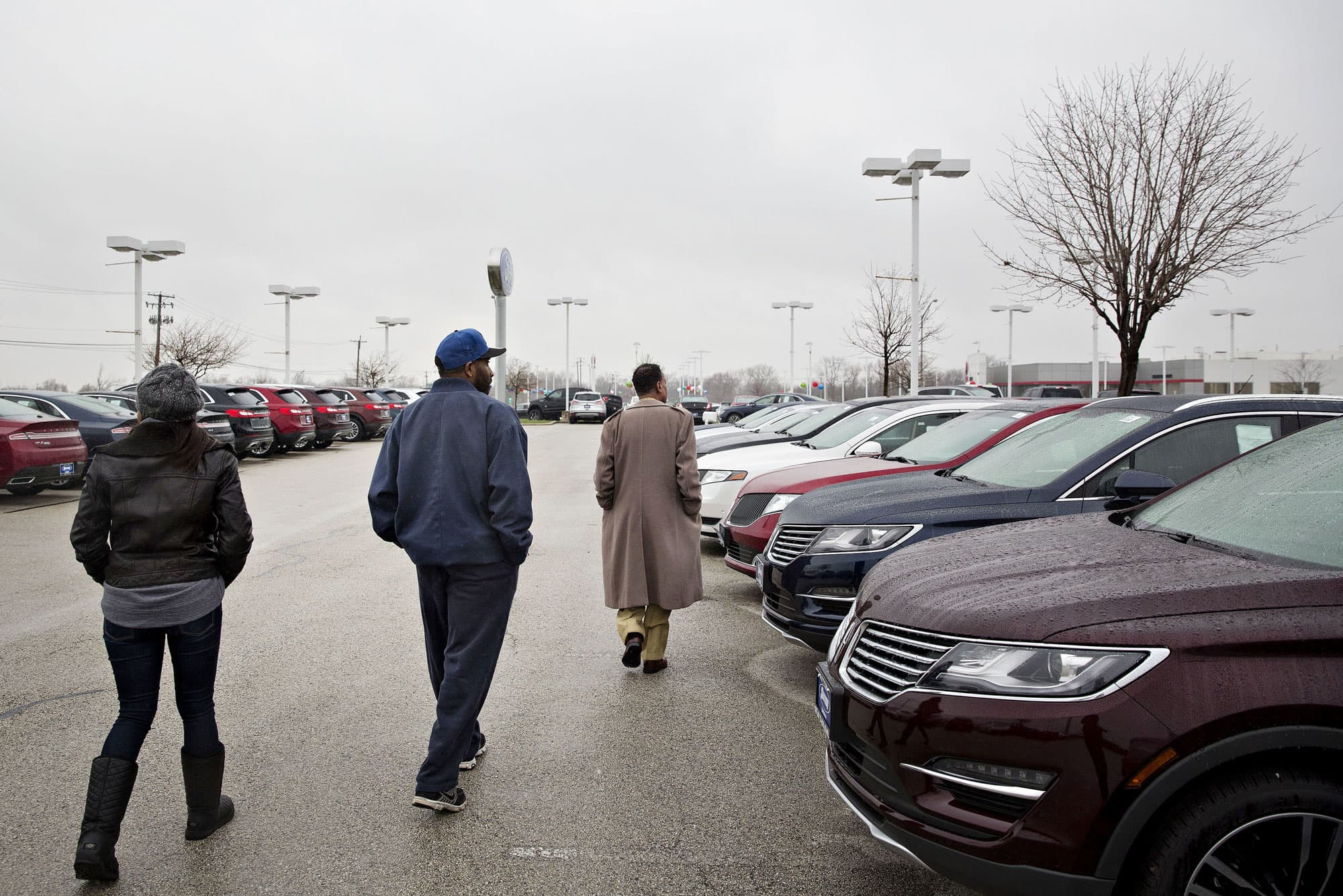 Cars are sitting on the lot longer even as dealers sweeten the offers