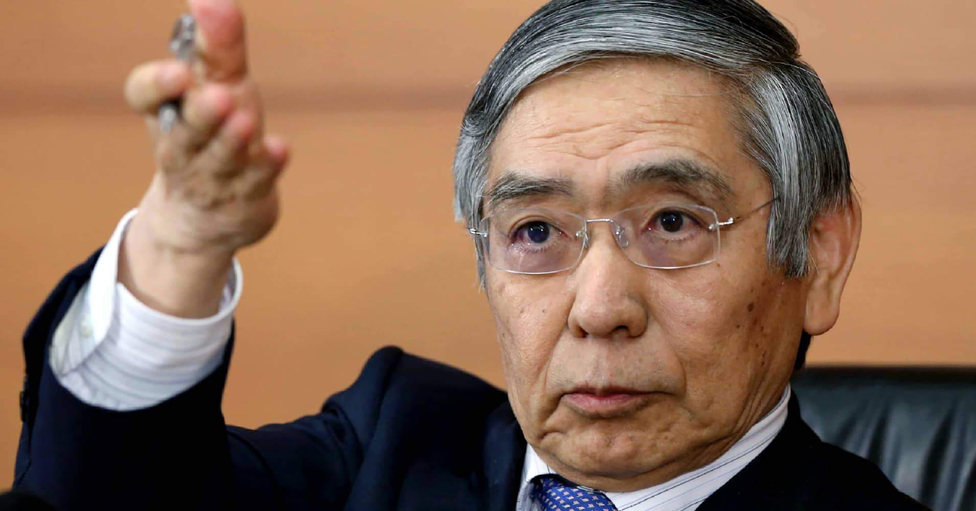 BOJ's Kuroda says no rate hike 'for an extended time': paper