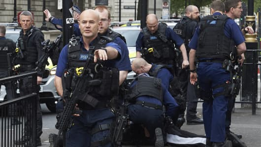 Firearms officiers from the British police arrest a man on Whitehall near the Houses of Parliament in central London on April 27, 2017.