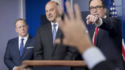 Steven Mnuchin, U.S. Treasury secretary, right, takes a question during the White House press briefing with Gary Cohn, director of the U.S. National Economic Council, center, and Sean Spicer, White House press secretary, in Washington, D.C., U.S., on Wednesday, April 26, 2017.