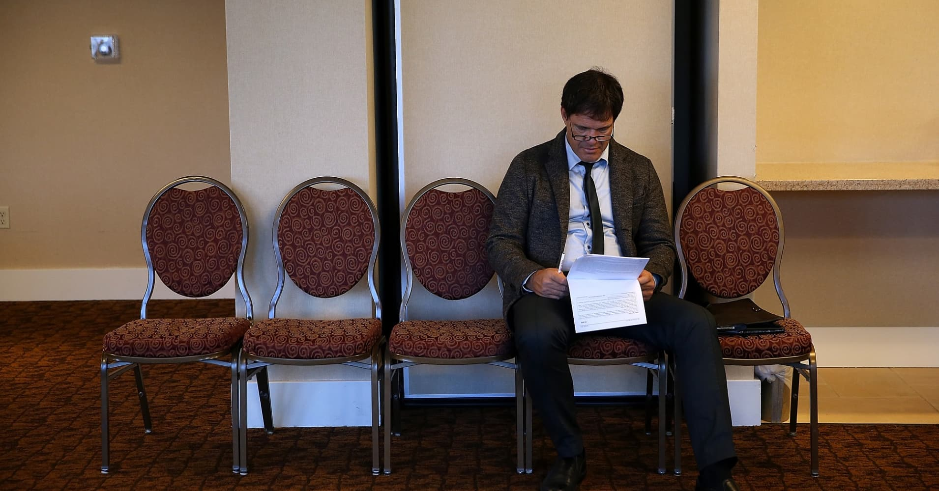 A job seeker fills out an application during the start of the HireLive career fair.