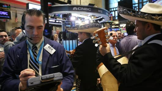 A traditional Mexican band plays on the floor of the New York Stock Exchange to celebrate Cinco de Mayo on May 5, 2015 in New York City.