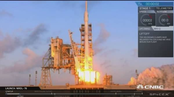 SpaceX launches Falcon 9 on intelligence mission
