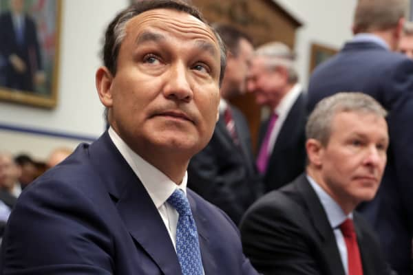 United Airlines CEO Oscar Munoz (L) and United Airlines President Scott Kirby prepare to testify before the H