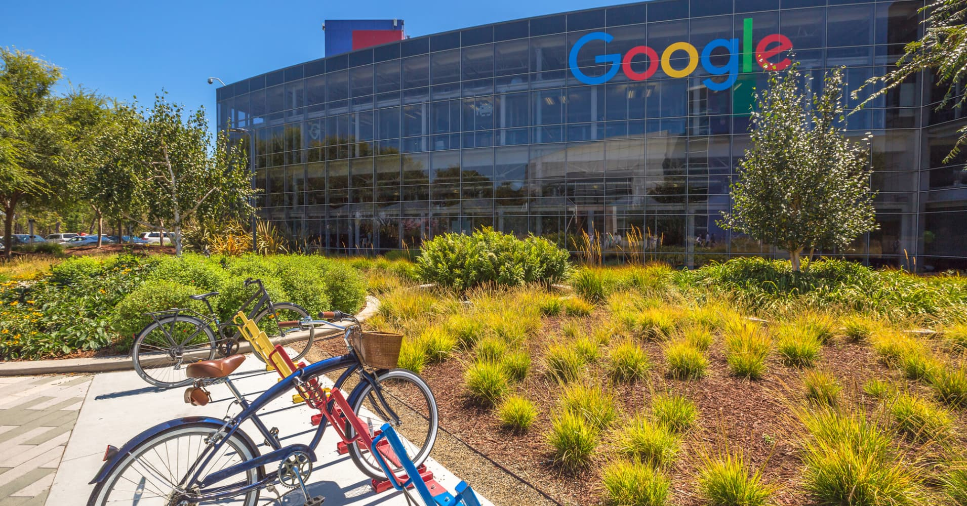 How much Amazon, Apple, Facebook and Google summer interns earn