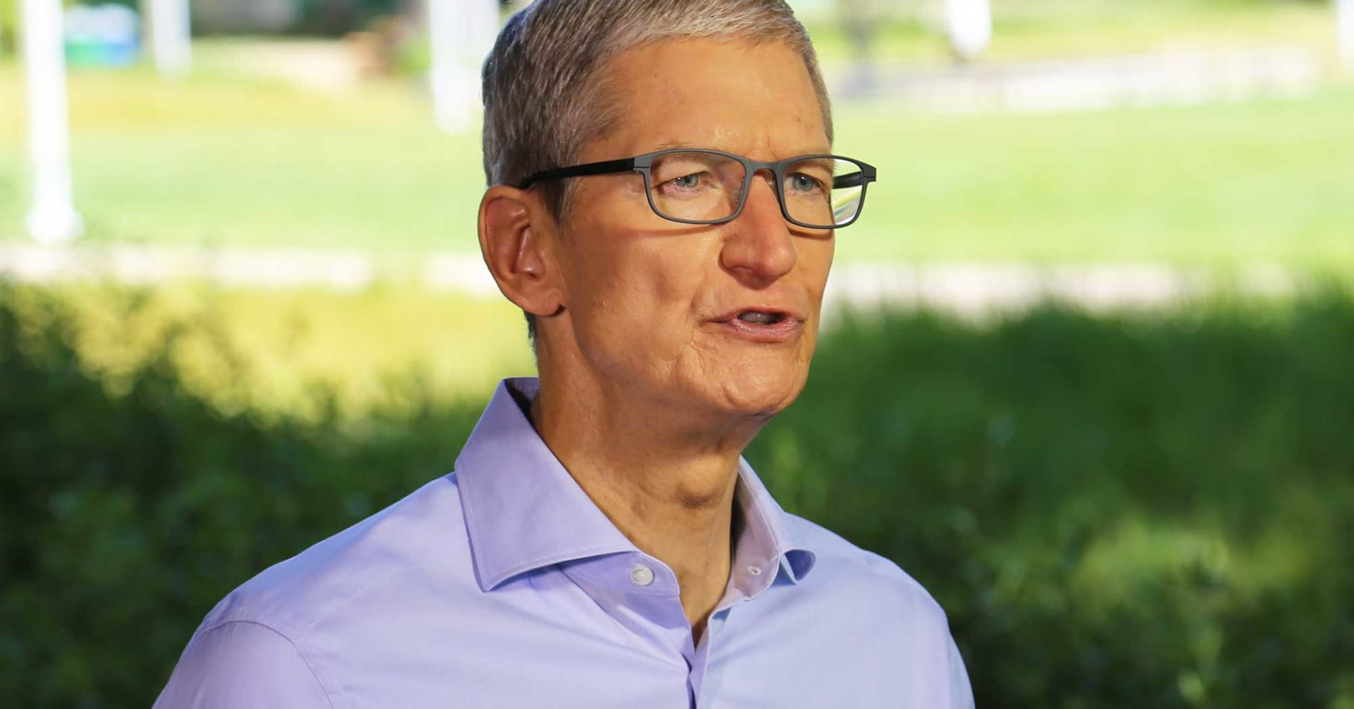 how to contact tim cook at apple